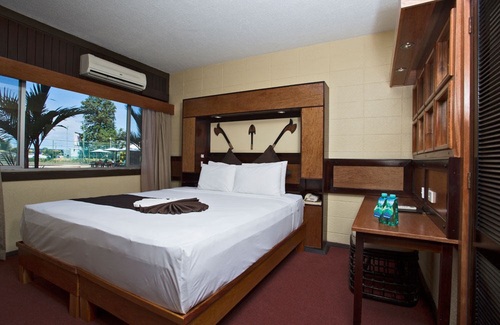 Gateway Hotel - Accommodation - Deluxe Room